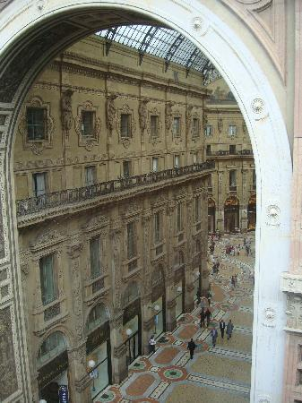Park Hyatt Milan: View of Galleria from our room