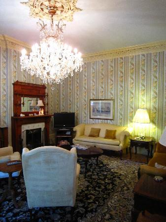 Stone Maiden Inn: Beautiful Parlour Room