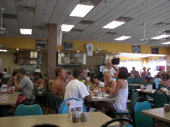 Sam's Pizza Palace: Inside