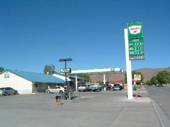 Caliente, Νεβάδα: You check in at this motel at the gas station next door.