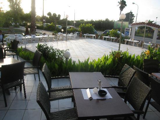Niriides Beach Hotel: the start of greek night before everyone arrived