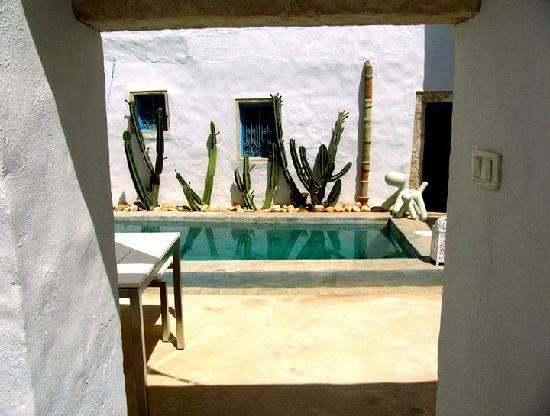 Erriadh, Tunisia: Beautiful courtyard at the Hotel Dar Bibine