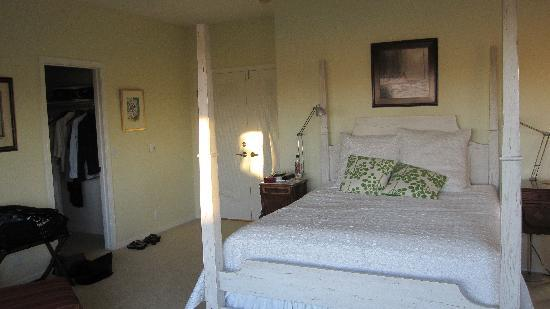 Seven Quails Vineyards Bed & Breakfast: Bedroom Photo of RWAV