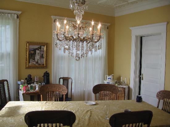 Angel Inn Bed & Breakfast: Dining room