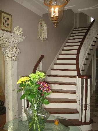 Angel Inn Bed & Breakfast: Main staircase