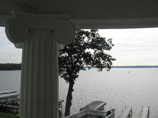 Angel Inn Bed & Breakfast: View of lake from 2nd story porch