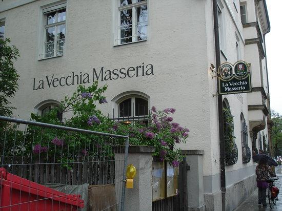 Photo of Italian Restaurant La Vecchia Masseria at Mathildenstr. 3, Munich 80336, Germany
