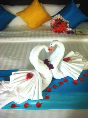 Aonang Phu Petra Resort, Krabi: Decoration on my bed