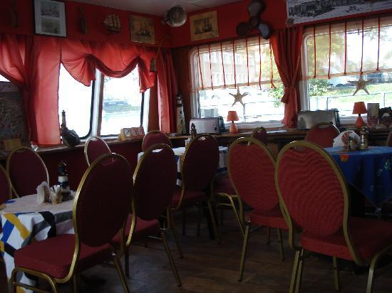 Pepperland Hostel: place to hang out to eat your breakkfast