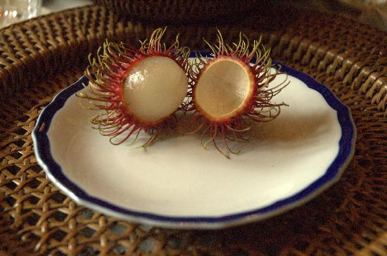 The Bhuthorn: breakfast fruit:  rambutan