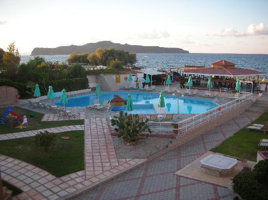Stalos, Grèce : Hotel Rose i tidlig morgensol