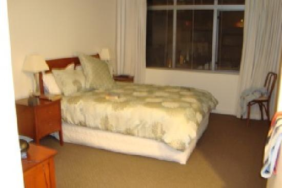 Beaumontstay: Gorgeous comfy bed!