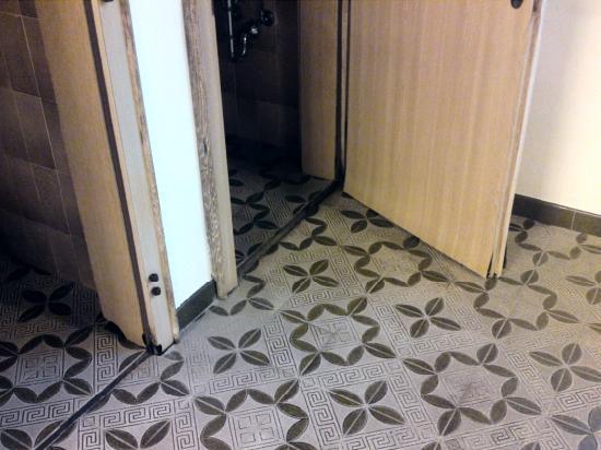 Hotel Pulvererhof: Dusche und WC