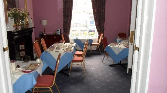 Anchor House Dublin: The front half of the breakfast room.