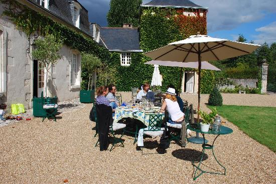 Chateau du Portail : LUNCHTIME LIKE NO OTHER