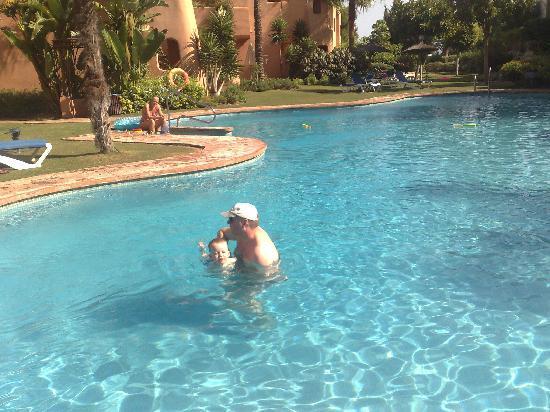 El Retiro de Bel Air : Muddy Pool !