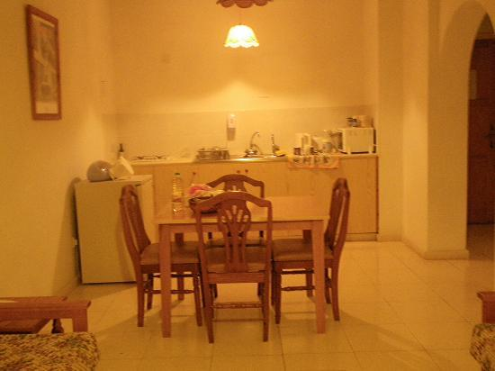 Hadjiantoni Anna Hotel Apartments: FULLY EQUIPED KITCHEN/DINING AREA