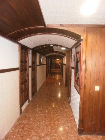 Silken Canada Palace: couloir des suites