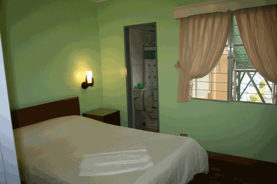 Baguio Holiday Villas: Queen Sized Bed Master Bedroom