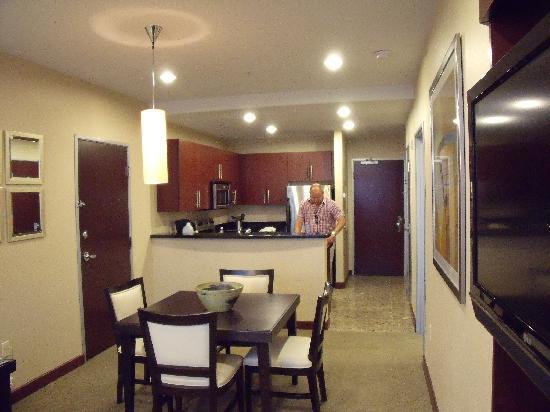 Staybridge Suites Las Vegas: Essbereich und Küche