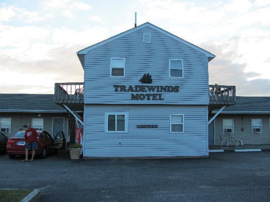 The Tradewinds Motel: View from the road