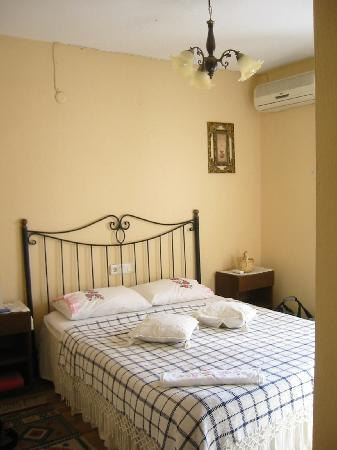 Tuncay Pension: Our room