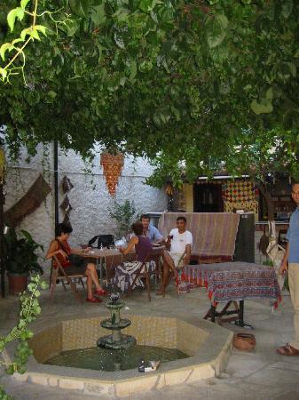 Tuncay Pension: Tuncay courtyard