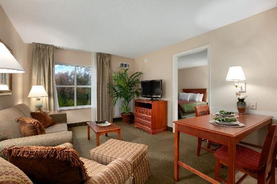 Homewood Suites Tallahassee: Sprawl out in our spacious suites!