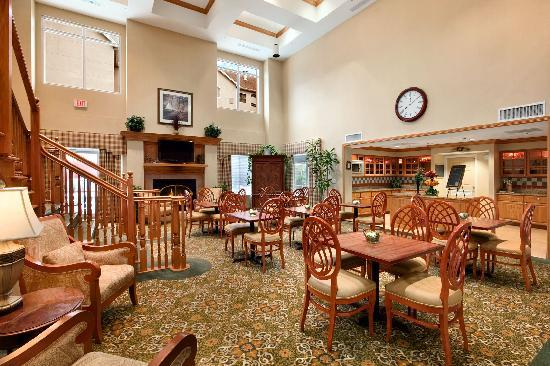 Homewood Suites Tallahassee: Our lobby will make you feel at home.