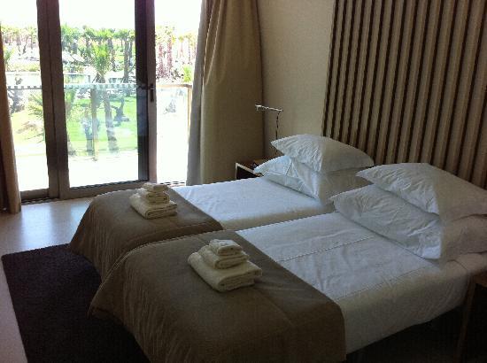 Salgados Dunas Suites: Schlafzimmer1