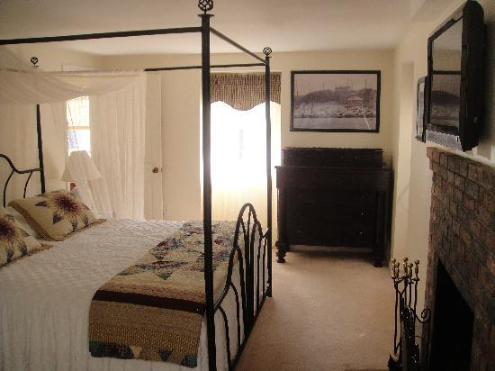 The High Haven House B&B: Edgartown Room