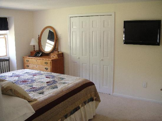 The High Haven House B&B: West Tisbury Room
