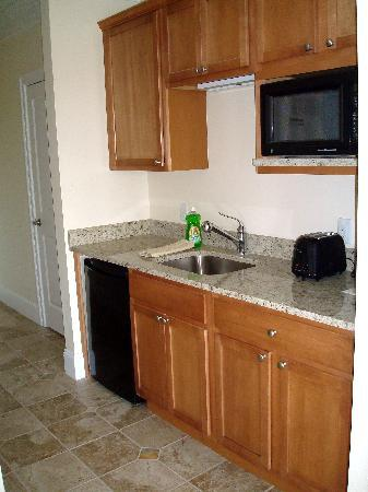 Atlantic Breeze Suites: Atlantic Breeze Kitchenette