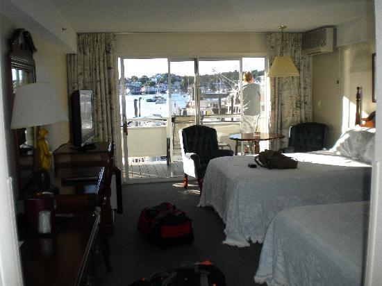 Brown's Wharf Inn: room with harbour view