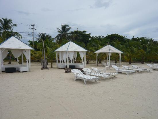 Arenas Beach Hotel: Beach
