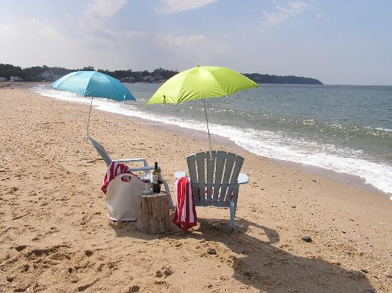 Shorecrest Bed & Breakfast: The Shorecrest Beach on the Long Island Sound in Southold