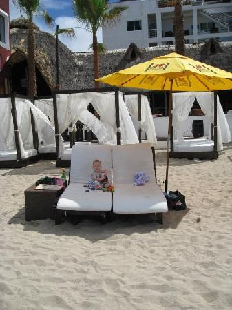 Hotel Suites Nadia: Great cabanas for rent down at the beach
