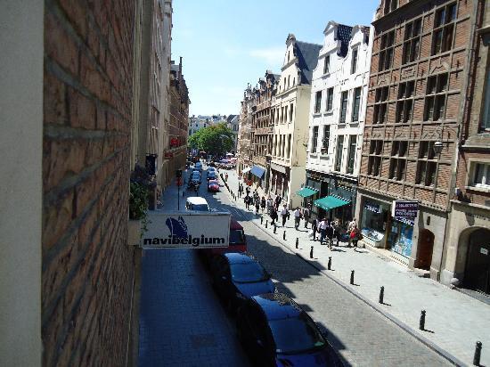 Chez Dominique: Rua de la Montagne, direction Marché des Herbes