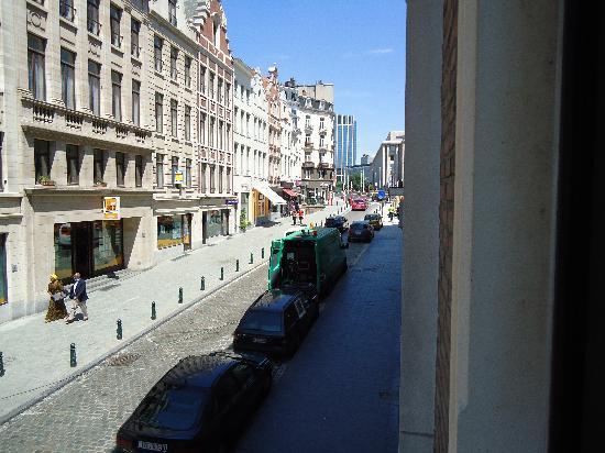 Chez Dominique: Rue de la Montagne, direction Cathedral