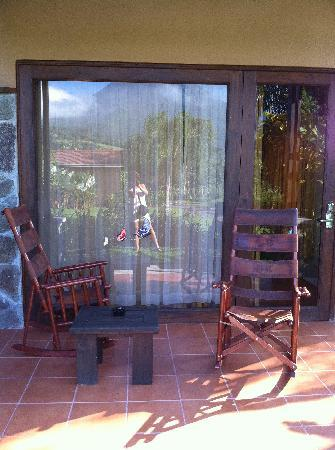 Arenal Springs Resort and Spa: Rocking Chairs outside each room