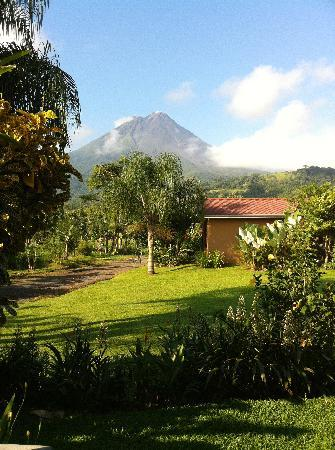 Arenal Springs Resort and Spa: volcano view from outside room