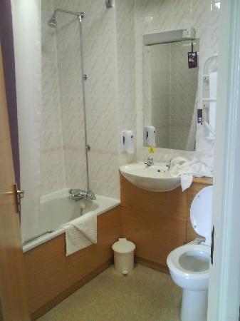Premier Inn Manchester Trafford Centre South Hotel: Bathroom Room 7