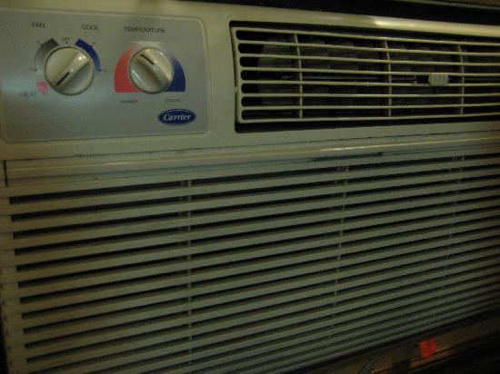 Best Western Plus Rio Grande Inn: gross heater- wish photo did it justice