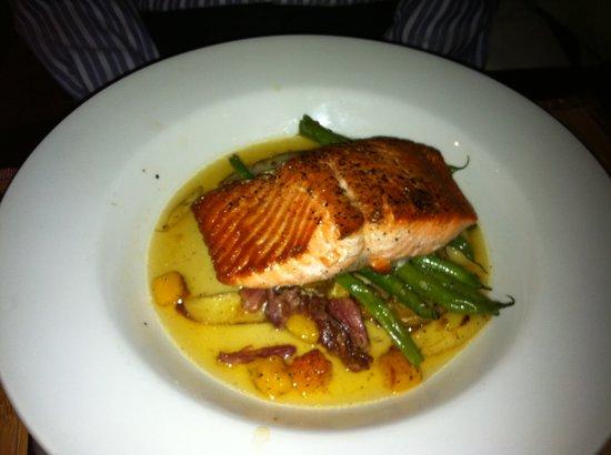 TRU: Salmon entree