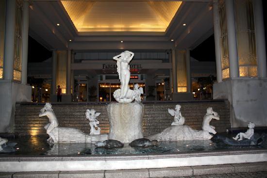 Hualien FarGlory Hotel: Outside entrance to lobby.