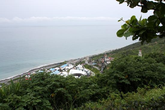 Hualien FarGlory Hotel: Part of view from hotel grounds.