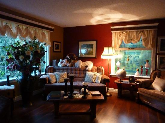 7 Acres Bed & Breakfast: Beautifully appointed guest sitting room