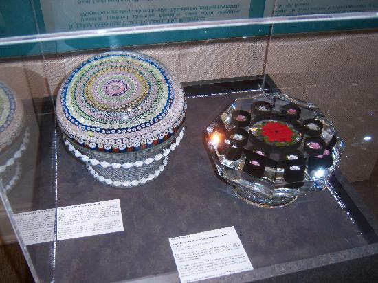 Neenah, Висконсин: Giant paperweights