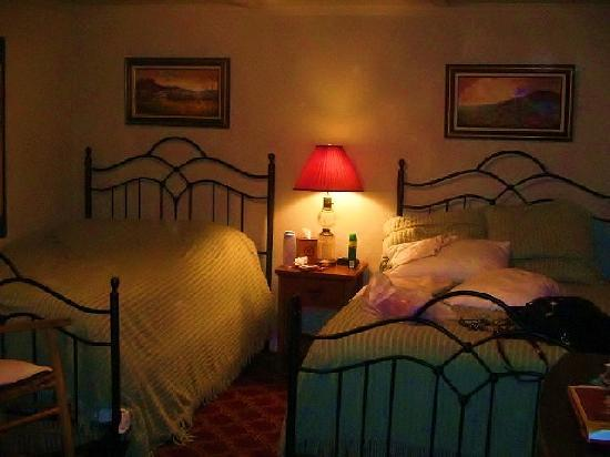 The Eleven Inn: Two double beds