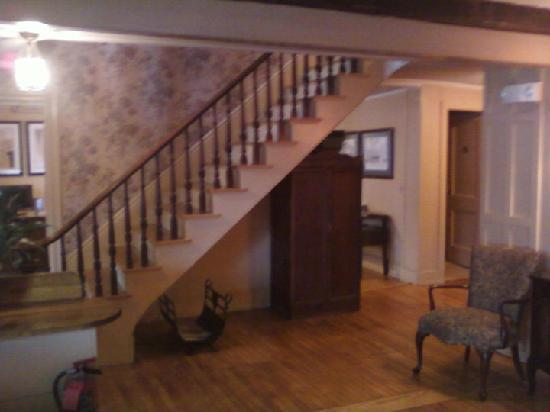 Kennebunk Inn: Staircase